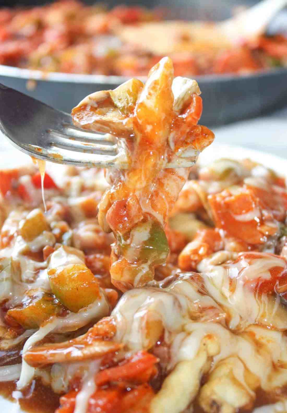 Loaded with pizza toppings, topped with shredded mozzarella and then smothered in gravy, Pizza Fries provide a tasty alternative to traditional Poutine.