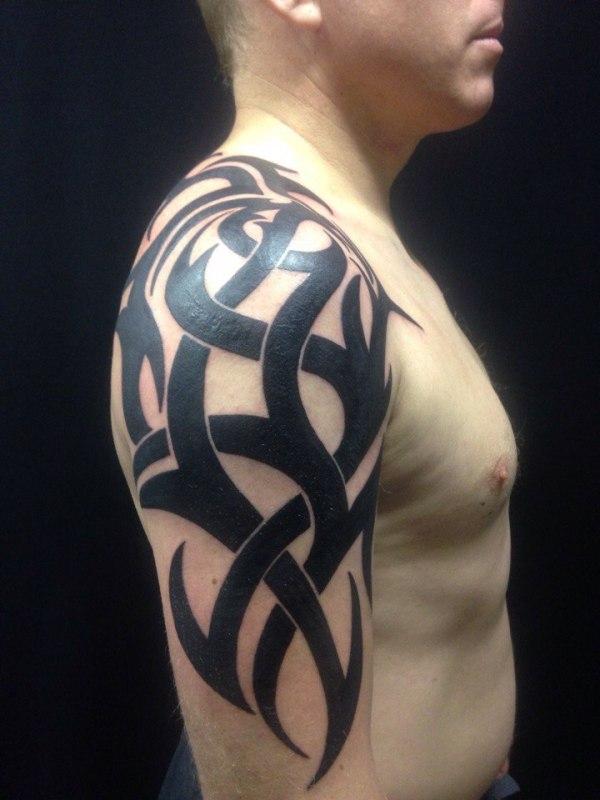 Татуировка на плече у парня - кельтский узор — фото ...