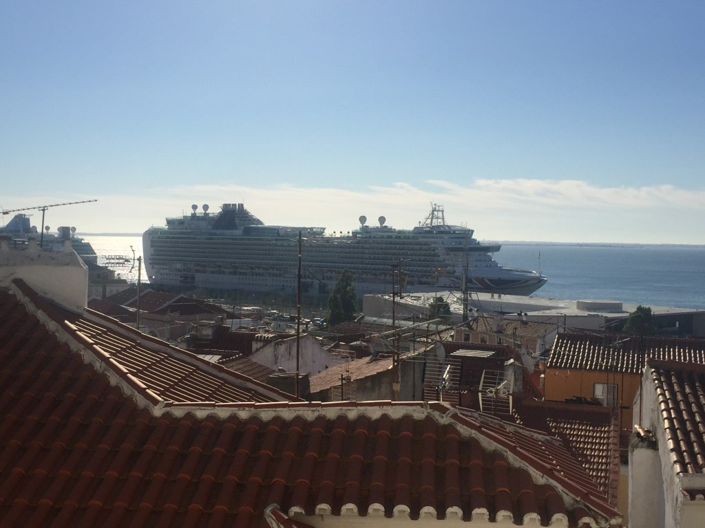 Alfama: Cruise ships drop off tourists for a quick sightseeing trip