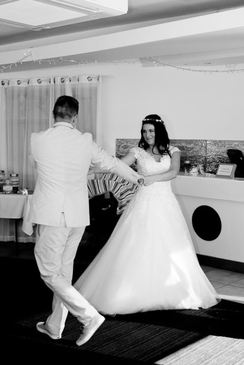currumbin vikings wedding photographer olivia jayden kiss the groom-1140
