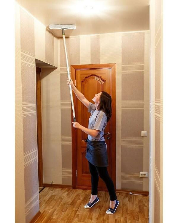 Vask loftet med en mop n ...