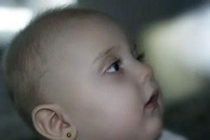 Nama Bayi Perempuan Huruf R