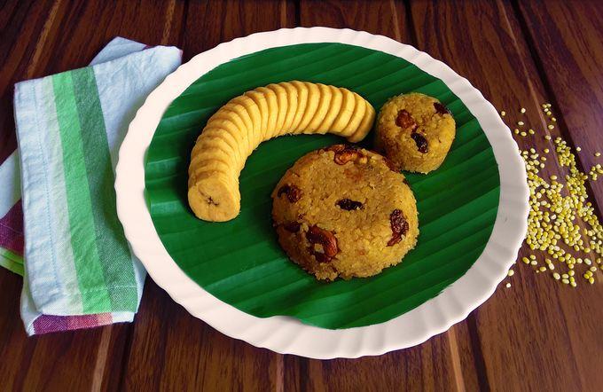 Sweet Khichadi / Godshem accompanied by sliced ripe Nendran bananas.