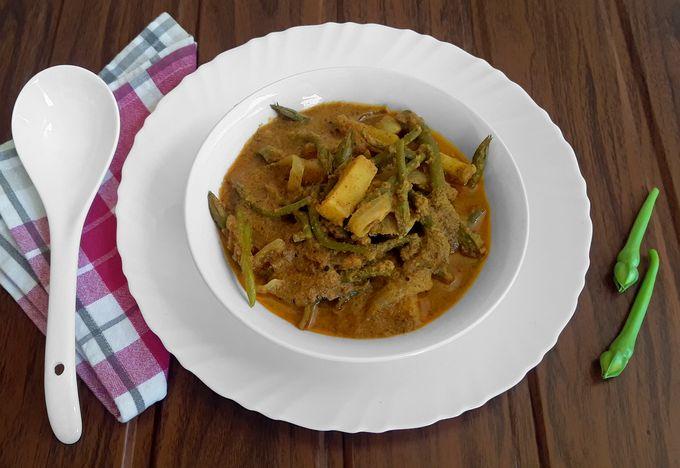 Clove Beans Saglea - A thick, spicy Konkani curry (Vegan + Gluten Free)