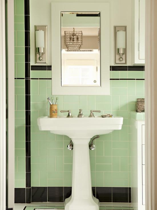 porcelain-pedestal-sink-with-accent-color