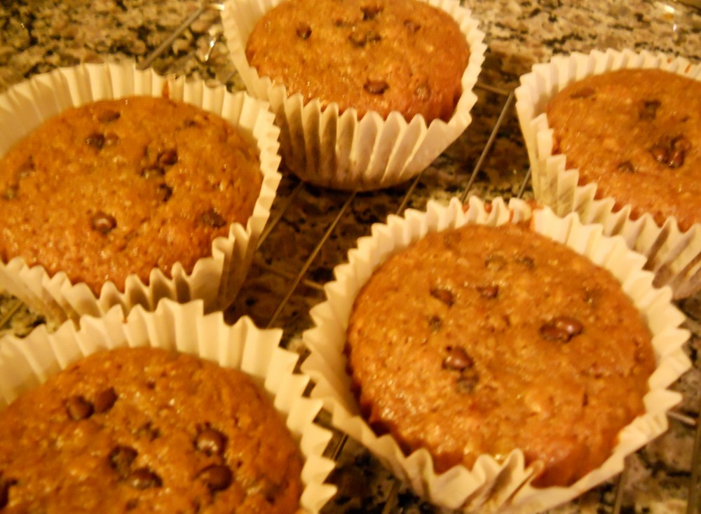 CHOCOLATE DOESN'T BELONG IN MUFFINS? TRY THESE BANANA CHOCO/CHIP DELIGHTS! (1/3)