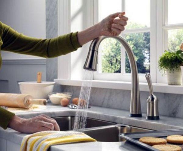 Touch Sensitive Kitchen Faucet (1)