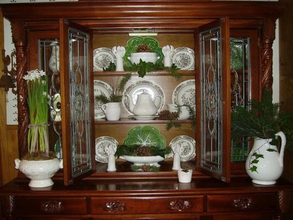 Arranging a china cabinet 2