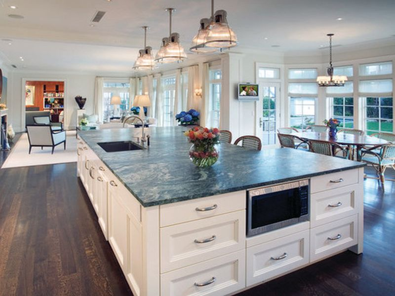 As Per The Newest Kitchen Trend, Kitchen Islands Are No Longer Small And  Arrow. They Are Big Now And Serve As One Of The Focal Points In The Kitchen.