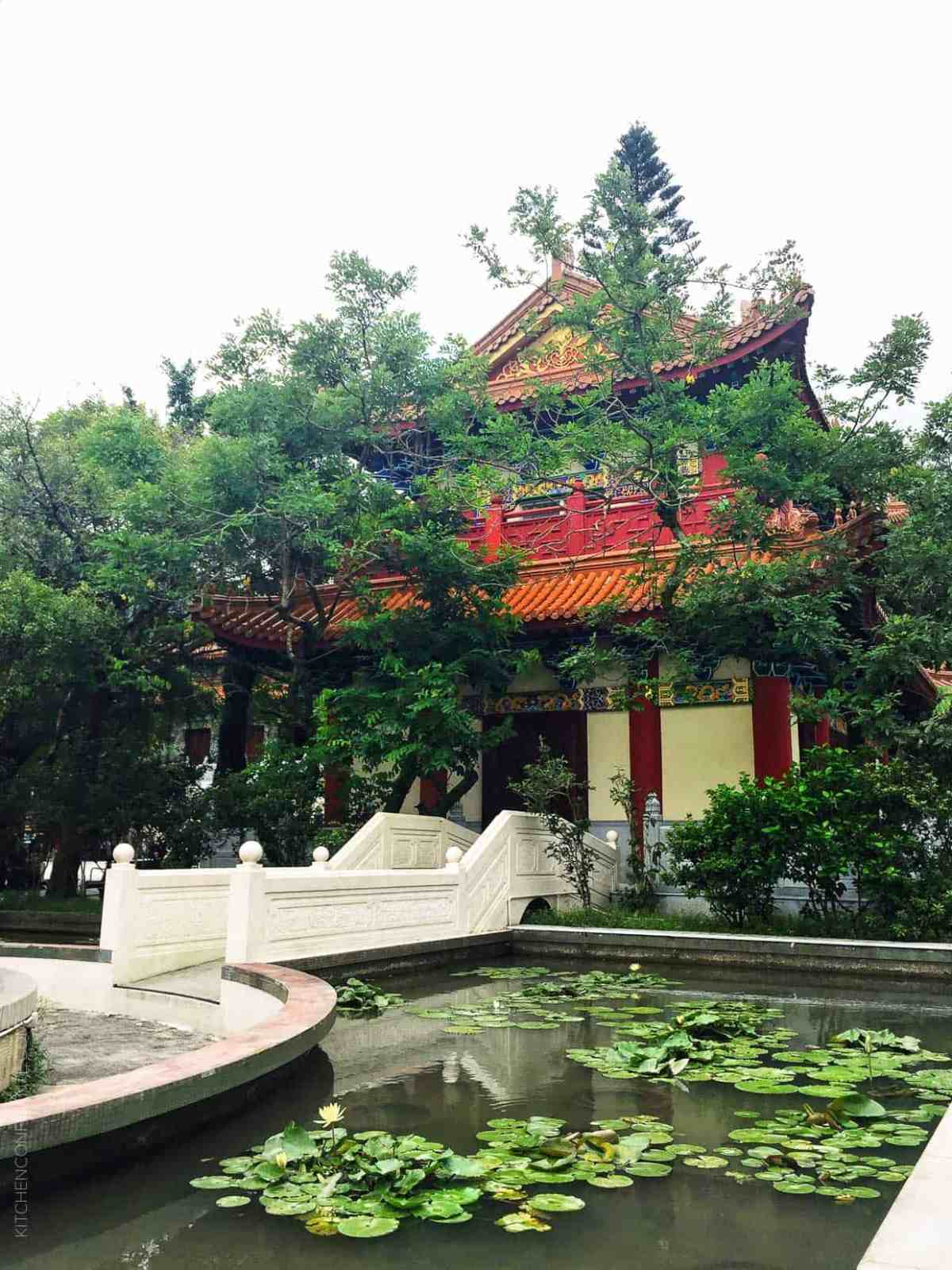 A Taste of Hong Kong: A Family Travel Guide // Planning a trip to Hong Kong? Come join me for our family's pick on places to savor, stay and play in Asia's World City!