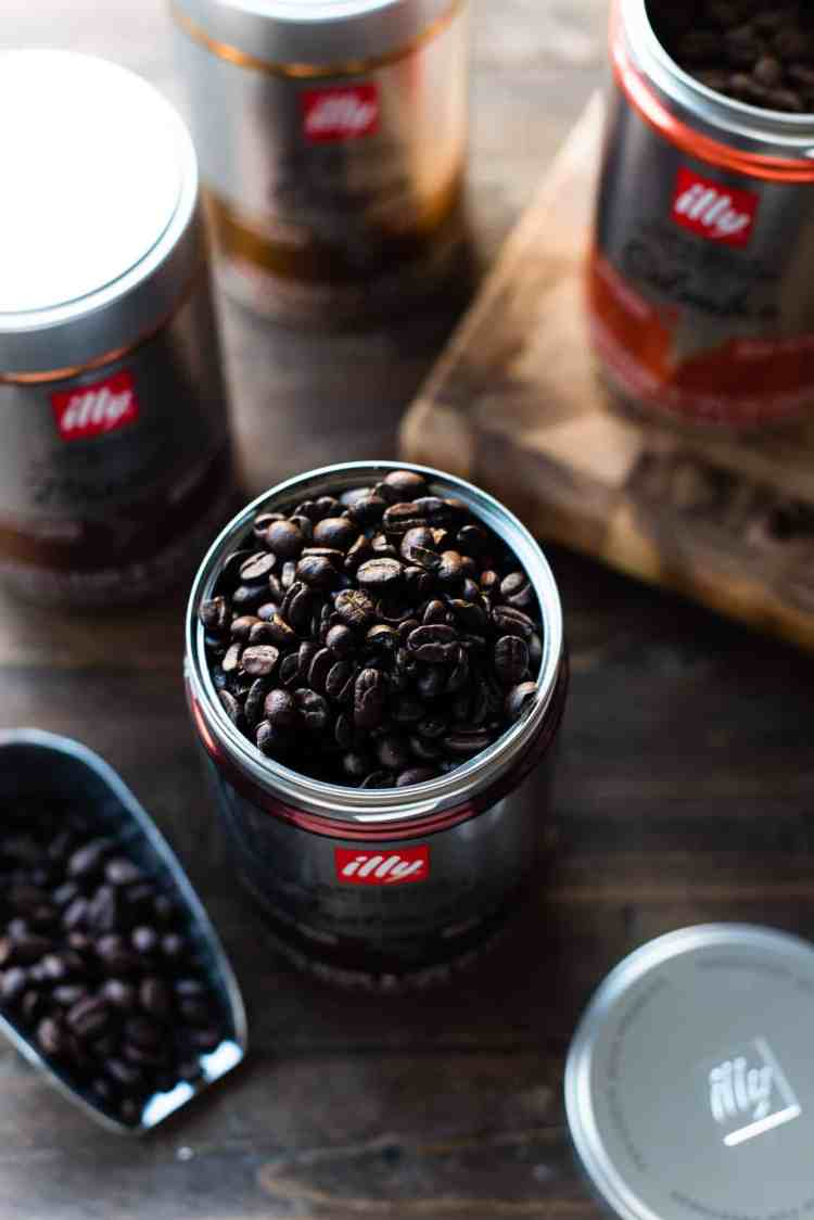 Open can of illy Arabica Selection coffee with coffee beans.