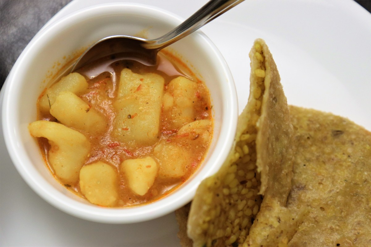 Khatte Meethe Aaloo – Sweet and Spicy Potato Curry