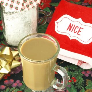 Instant Vanilla Latte --KitchenDreaming.com -- Makes a great host or hostess gift or any coffee lover gift basket. Also great for the office, RV or camping!