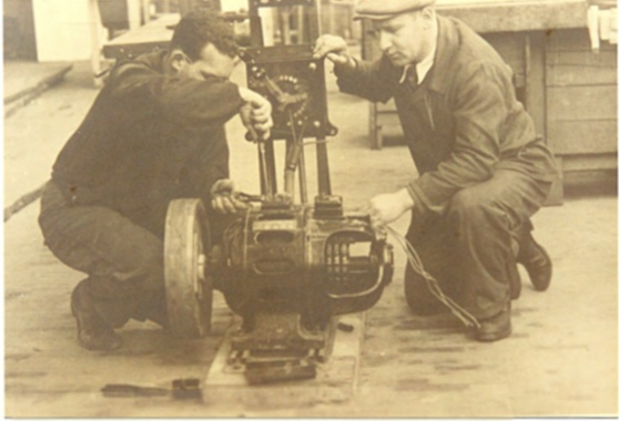 Kitchener camp, Peter Weiss, Autobiography, 'Last adjustments to the motor'