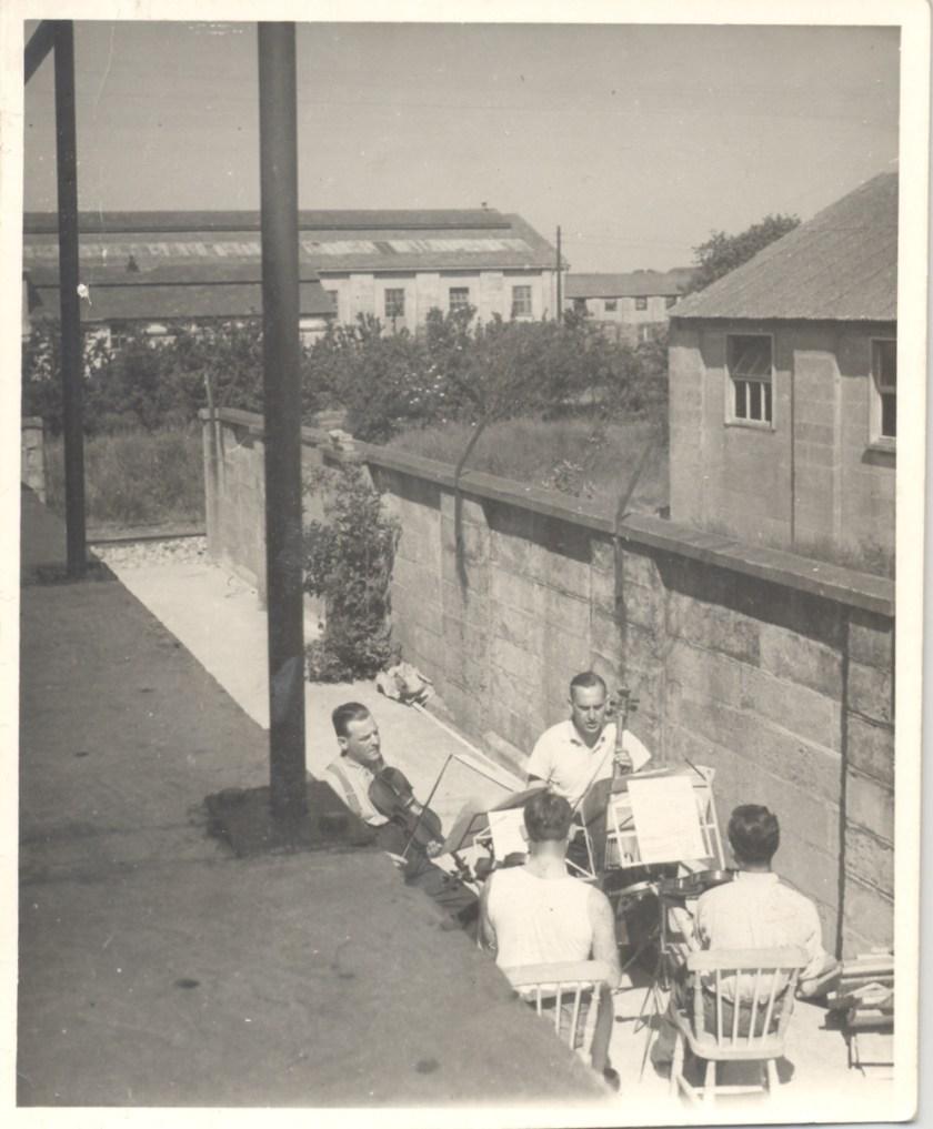 Kitchener camp, Richborough transmigration camp for refugees, Franz Schanzer, With cello
