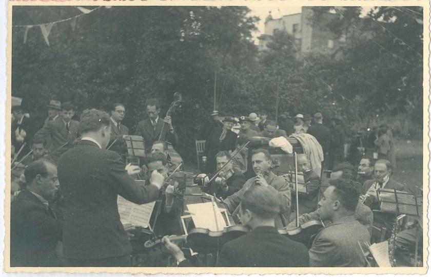 Kitchener camp, Richborough, Franz Schanzer, With cello, Centre right