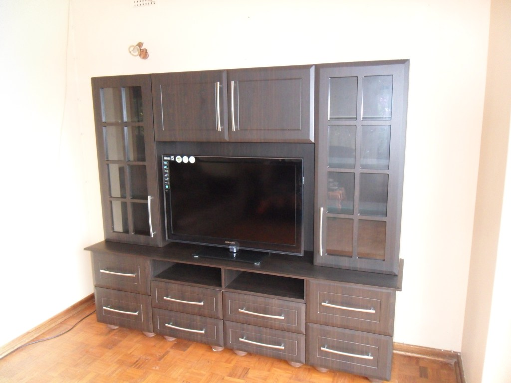 American Wallnut PVC TV Unit With A Bevel Thin Square Bead Door Pattern
