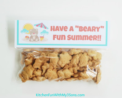 "Easy Teddy Bear Beach Cookie Take Home Bags with Free Printable & a ""beary"" cute party! KitchenFunWithMy3Sons.com"