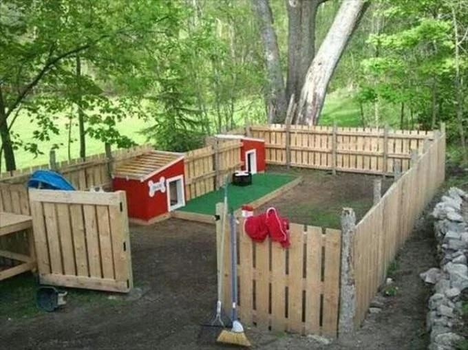 DIY Pallet Dog Fence