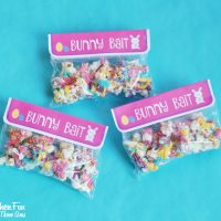 Bunny Bait - Easter White Chocolate Funfetti Popcorn with a Free Printable!