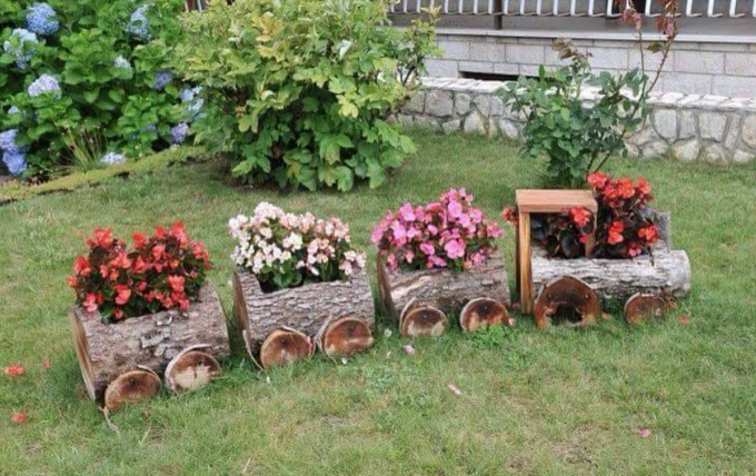 Log Train Planters...these are the BEST Garden Ideas!