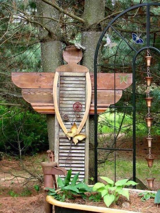 Un angolo in legno realizzato attraverso il fai da te e il riciclo