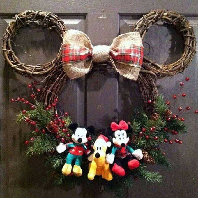 Mickey Mouse Wreath...these are the BEST Minnie & Mickey Mouse Craft and Food Ideas!