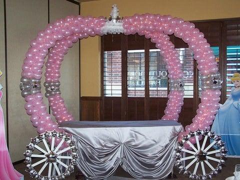Cinderella Balloon Carriage Table...such a cute idea for a Princess Party!