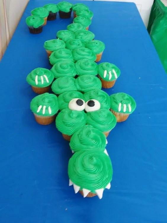Alligator Pull-Apart Cupcake Cake