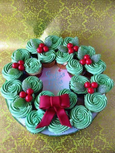 Christmas Wreath Cupcake Cake