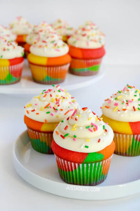 Rainbow Cupcakes...these are the BEST Cupcake Ideas!