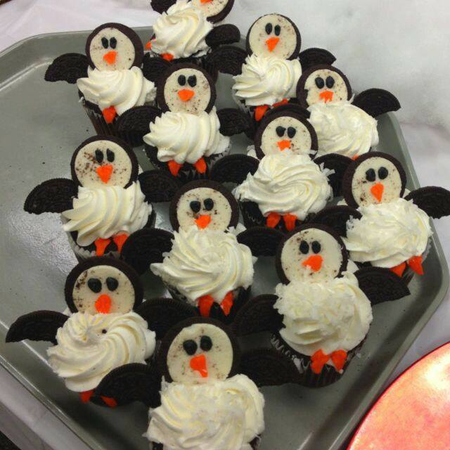 Penguin Cupcakes made with Oreos...these are the BEST Cupcake Ideas!