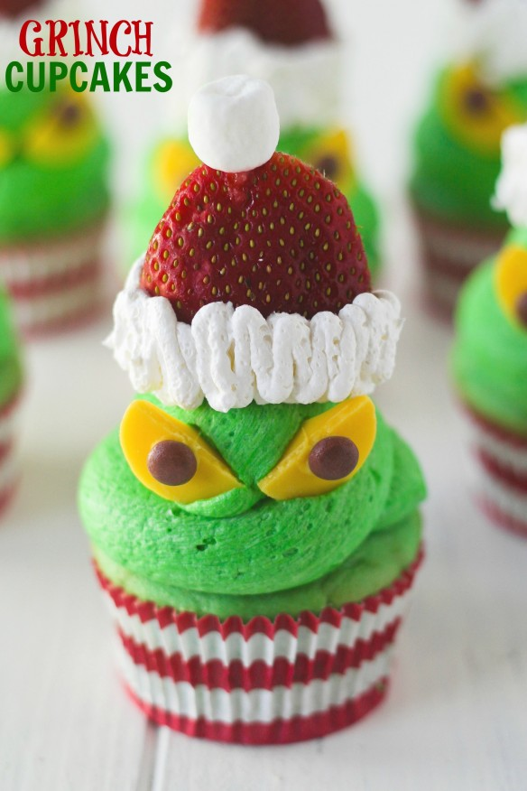 Easy Grinch Cupcakes...these are the BEST Christmas Treats!