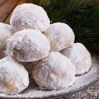 Snowball Cookies That Melt-In-Your-Mouth