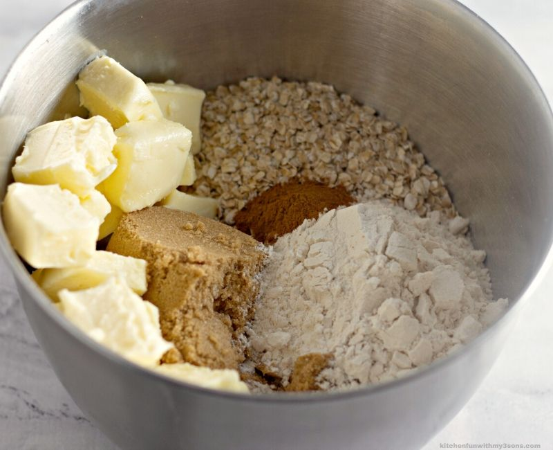apple crisp topping in a bowl