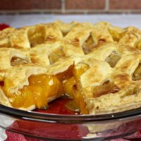 Easy Peach Pie Recipe {with Fresh Peaches!}