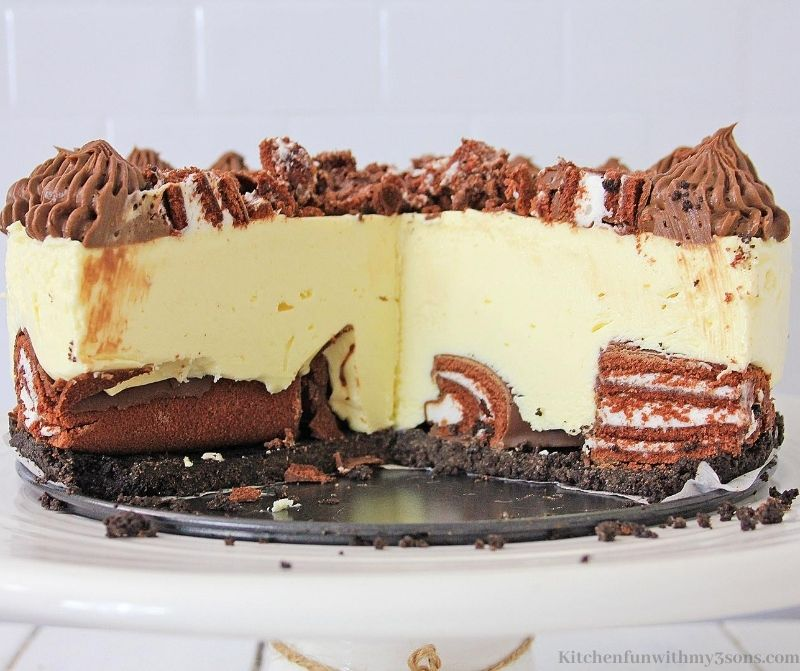 Swiss Cake Roll Cheesecake