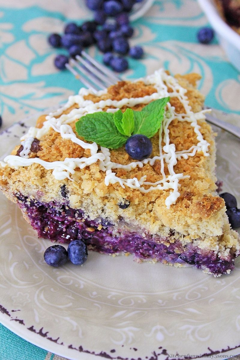 Blueberry Muffin Cheesecake Pie garnished with mint.