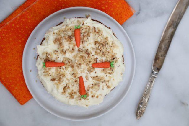 krem-peynir-soslu-havuclu-kek