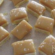 Gezouten karamelfudge op shortbread