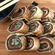 Sushi van zalm en omelet, zonder rijst
