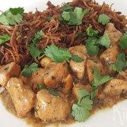 Thaise groene curry met kip en mihoen met groenten