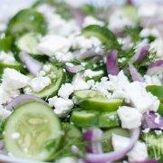 Komkommer-fetasalade