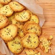 Hartige koekjes met kaas en komijn