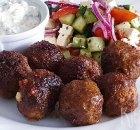 Griekse gehaktballetjes (keftedakia) met tzatziki en salade