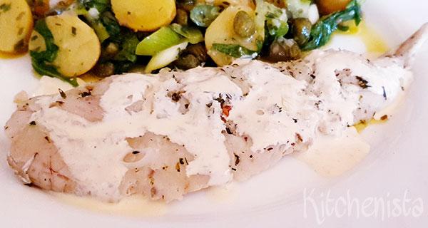 Gepocheerde witvis met knoflookcrème