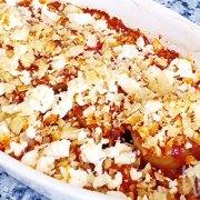 Uien met tomatenblokjes en feta uit de oven
