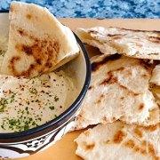 Pittige kaasdip met 3 soorten kaas en groenten