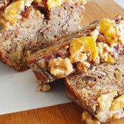 Bananenbrood met noten, dadels, crumble en karamel