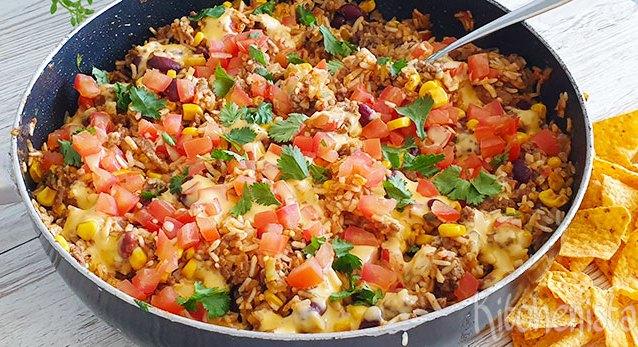 Tex-Mex gehakt, rijst, bonen en maïs eenpansgerecht